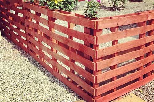 10 amazing wood pallet fence ideas mental scoop for Recinto in legno per cani