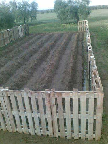 10 Amazing Wood Pallet Fence Ideas Mental Scoop